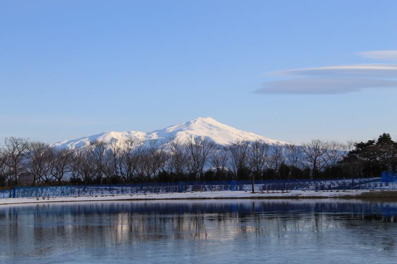 ドラマとは関係なく、今朝の飯森山公園から見た鳥海山です。