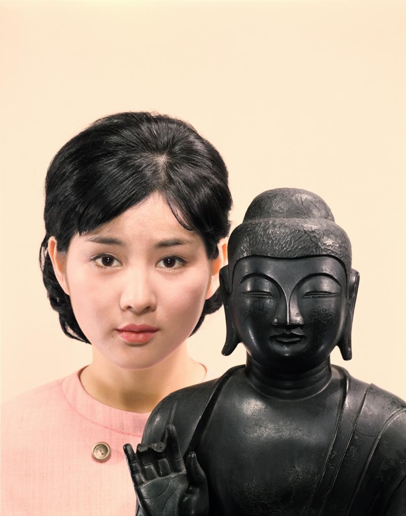 「吉永小百合さんと深大寺釈迦倚像」婦人公論1965.8月号